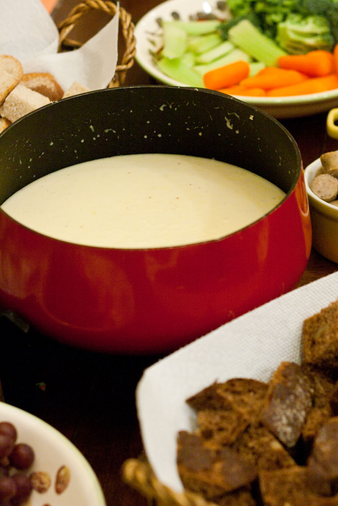 Swiss Cheddar Fondue | Mommie Cooks!